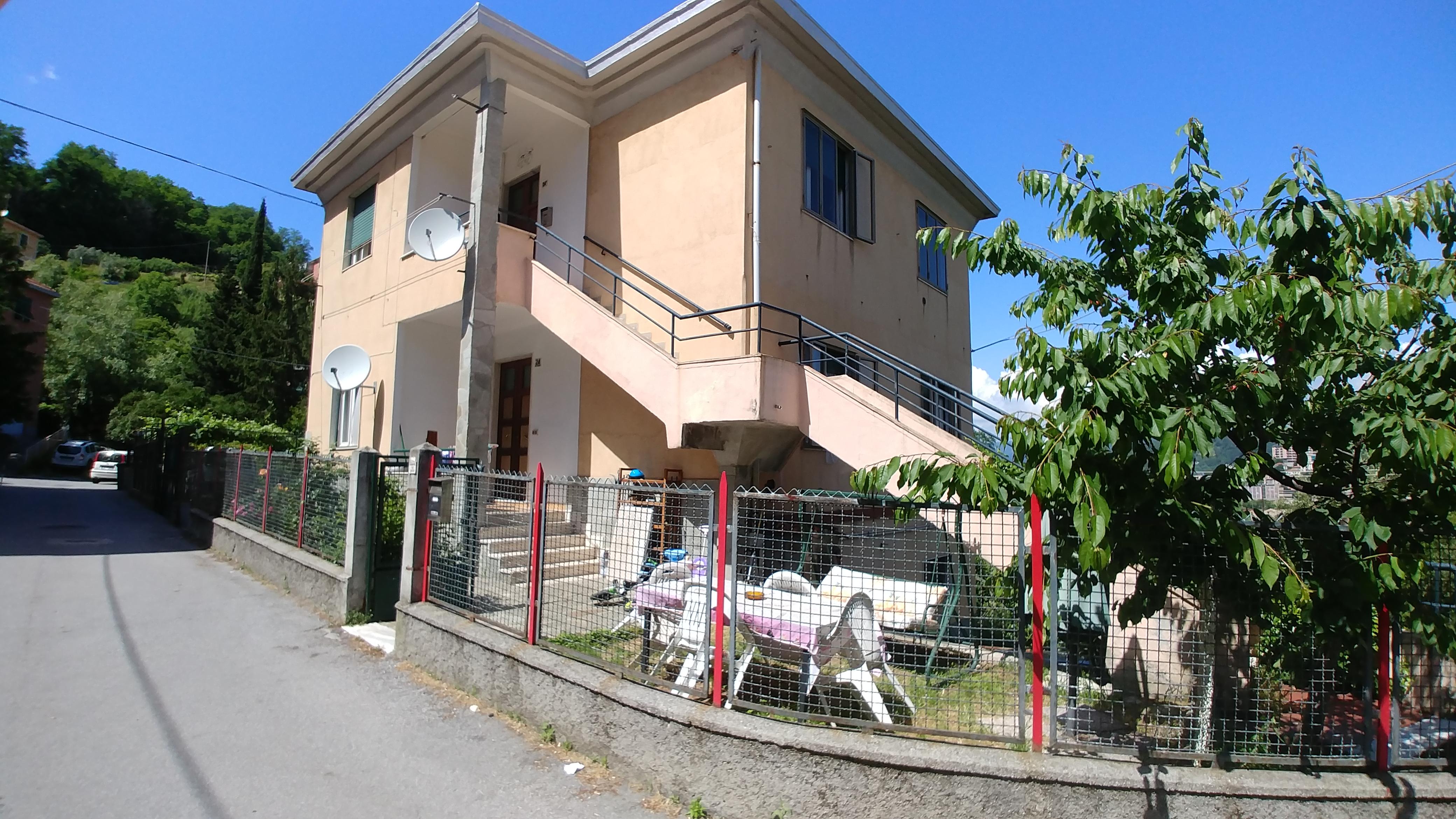 casa indipendente bifamiliare terreno