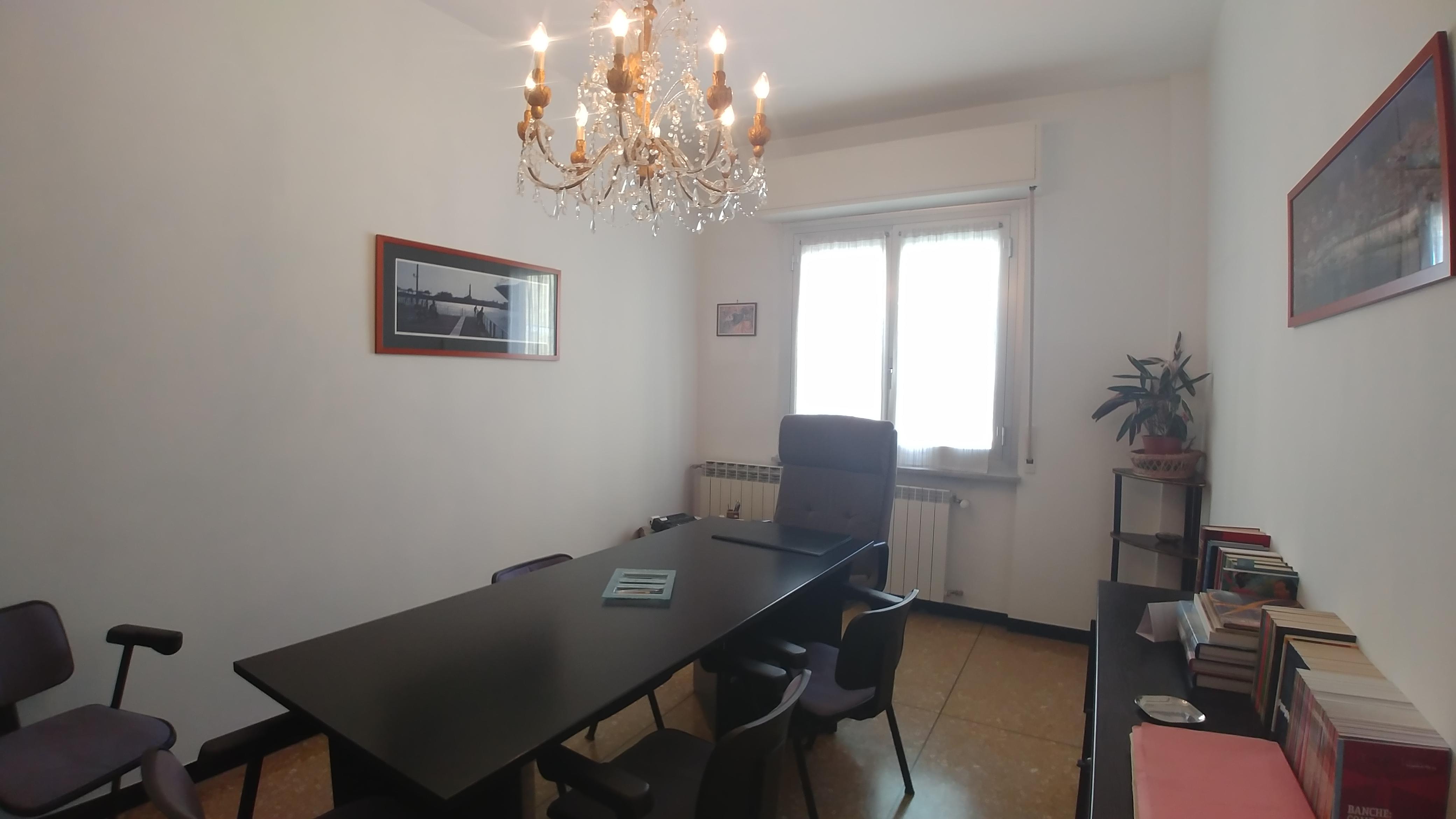 Stanza arredata uso ufficio bolzaneto mariella immobiliare for Stanza uso ufficio