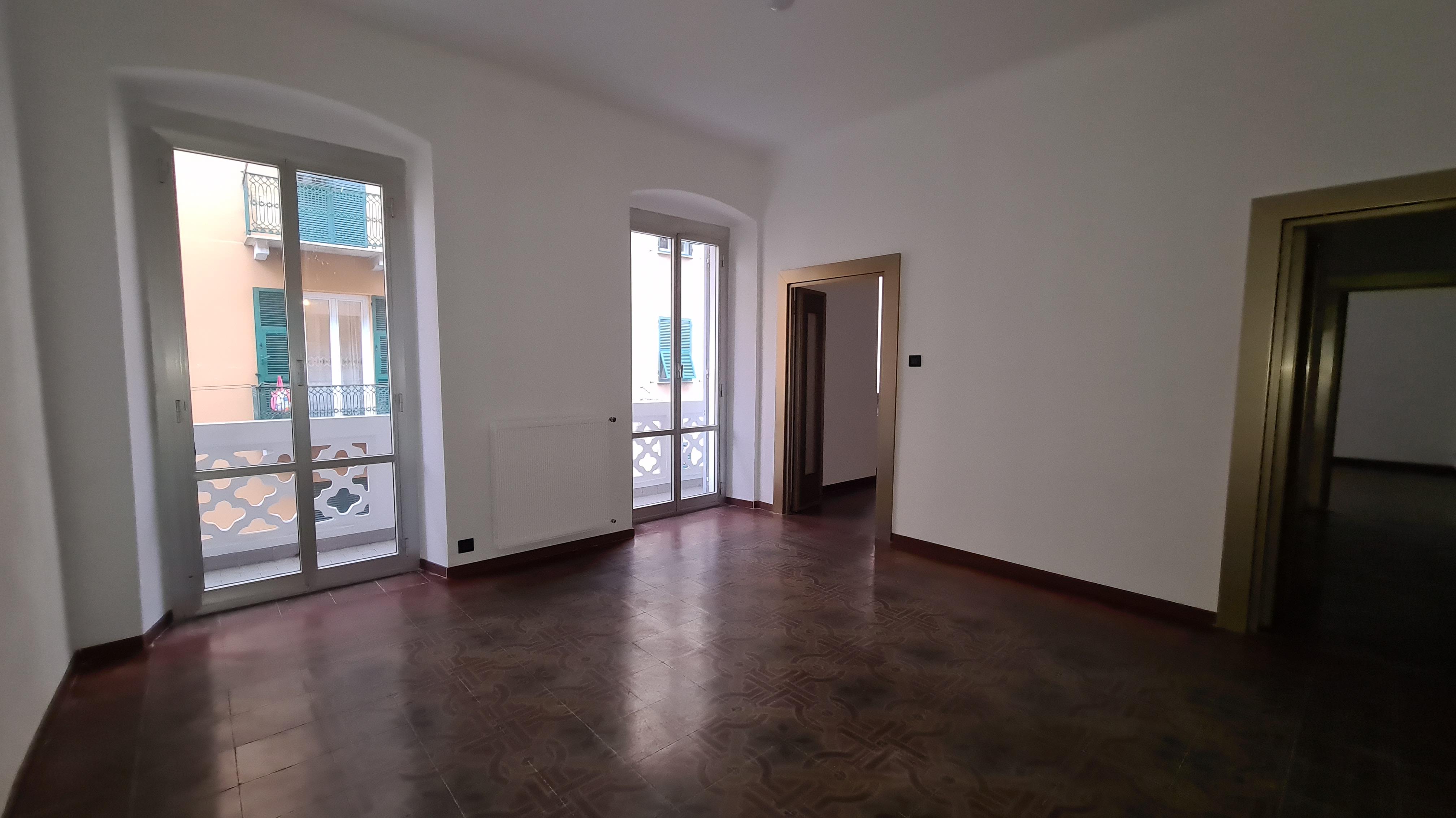 affitto appartamento bolzaneto con balcone