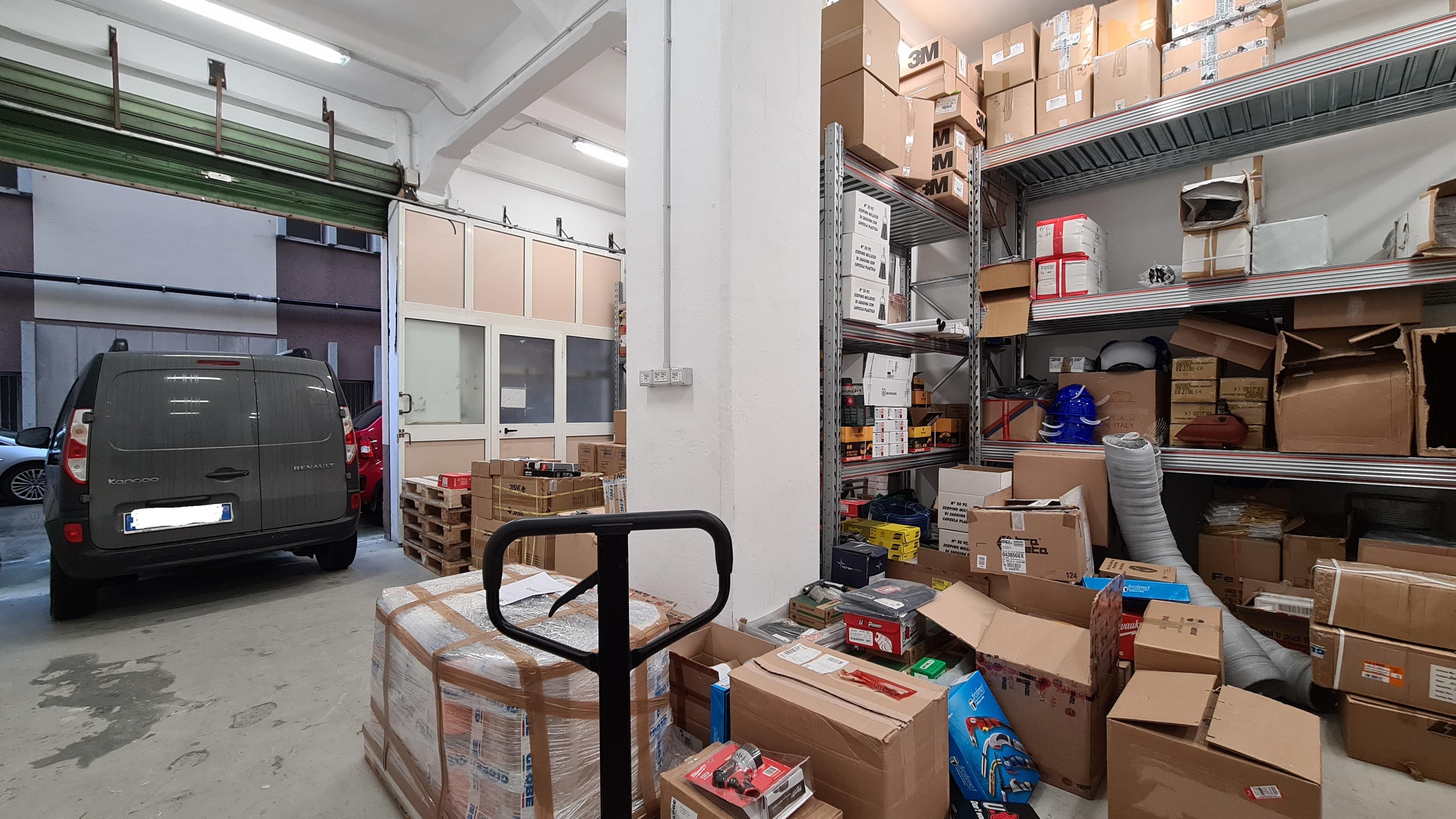 affitto locale magazzino con uffici via pastorino